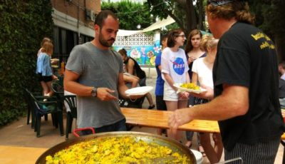 We cook paella for 30 people